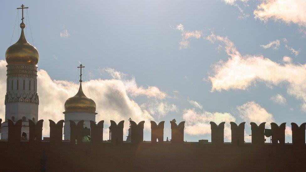 Rusija i vremenske nepogode: Jak vetar odvalio deo zida Kremlja