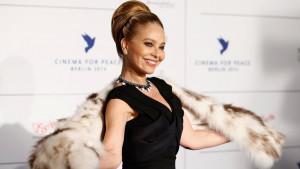Putin i Ornela Muti: Glumica otkazala nastup zbog večere, sad bi mogla u zatvor