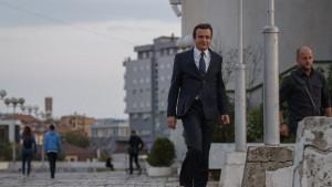 Srbija i Kosovo: Šta znači Kurtijeva najava ukidanja taksi - u 100 i 500 reči