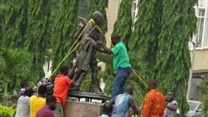 Gana: Uklonjena statua