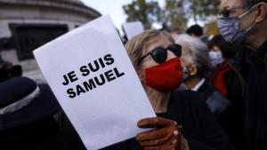 Francuska: Hiljade ljudi na skupovima podrške obezglavljenom nastavniku Samuelu Patiju