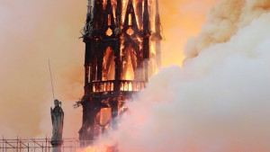 U fotografijama: Požar u Notr Damu u Parizu