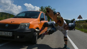 Popšica: Kada longbord projuri kroz srpsko selo