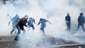 Štrajk u Francuskoj: Hiljade ljudi na ulicama zbog Makronove reforme penzionog sistema