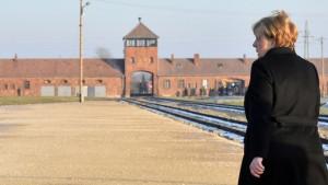 Merkel posetila Aušvic: Nemačka će zauvek biti odgovorna za nacističke zločine