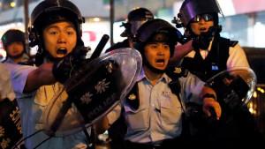 Hongkong protesti: Policajci koristili pravu municiju i vodene topove protiv demonstranata