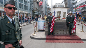 Hladni rat i granice: Berlinske vlasti zabranile poziranje na čuvenom prelazu Čekpoint Čarli