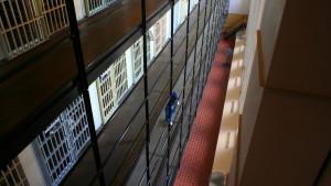 Zatvorenik tražio da ga puste jer je