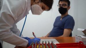 """Korona virus i vakcinacija: """"Skepticizam začinjen strahom"""" - zašto Bugarska i Rumunija imaju najnižu stopu imunizacije u EU"""