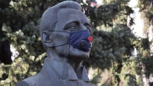 Zagađenje vazduha i Smederevo: Aktivisti stavili maske znamenitim ličnostima