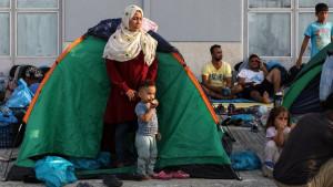 Migranti u Grčkoj: Policija prebacuje izbeglice u novi kamp posle požara u Moriji