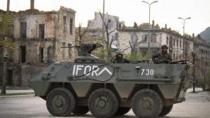 Rat u Bosni i Hercegovini: Kako je NATO poslao najveću misiju u 20. veku