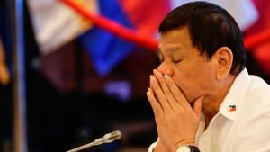 Predsednik Filipina Rodrigo Dutetre propustio sastanke zbog
