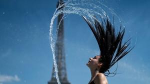 Vremenska prognoza u fotografijama: Evropa očajnički beži od vrućine