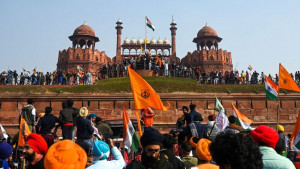 Indija i demonstracije: Poljoprivrednici ljuti zbog novih zakona, traktorima rušili barikade