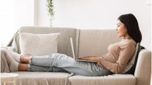 Korona virus i zdravlje: Kako da izbegnete bolove u kičmi i ramenima tokom sedenja i rada kod kuće